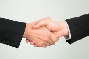 任意売却は債務者、債権者、仲介者の協力で成立しています
