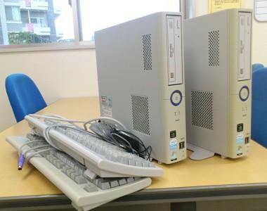 2台の古いパソコン写真