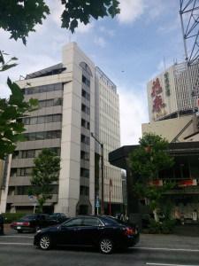 全国保証が入居するビルの外観写真