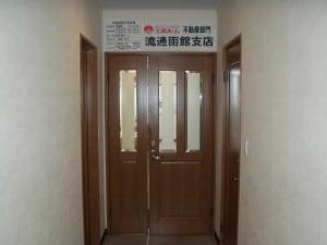 入口は2階になります。