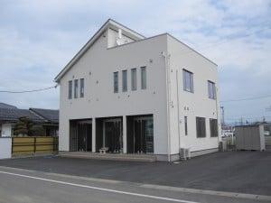 建物外観:阿武急「福島学院大」駅より北方面へ徒歩1分。